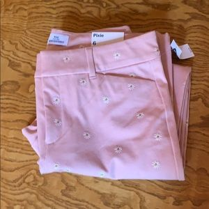 NWT Old Navy Pixie Pants Size 6 Pink w/ daises